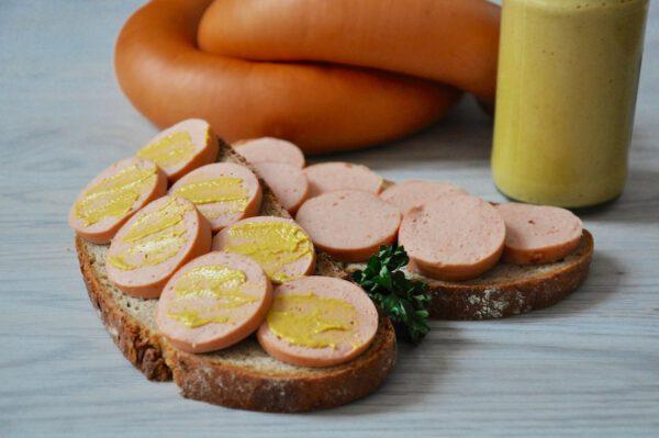 Fleischwurst im Ring auf Brot | Onlineshop Metzgerei Herpich in Hof