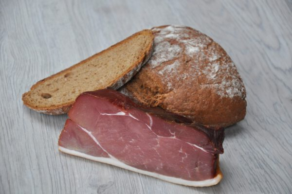 Schinkenspeck mit Brot | Onlineshop Metzgerei Herpich in Hof